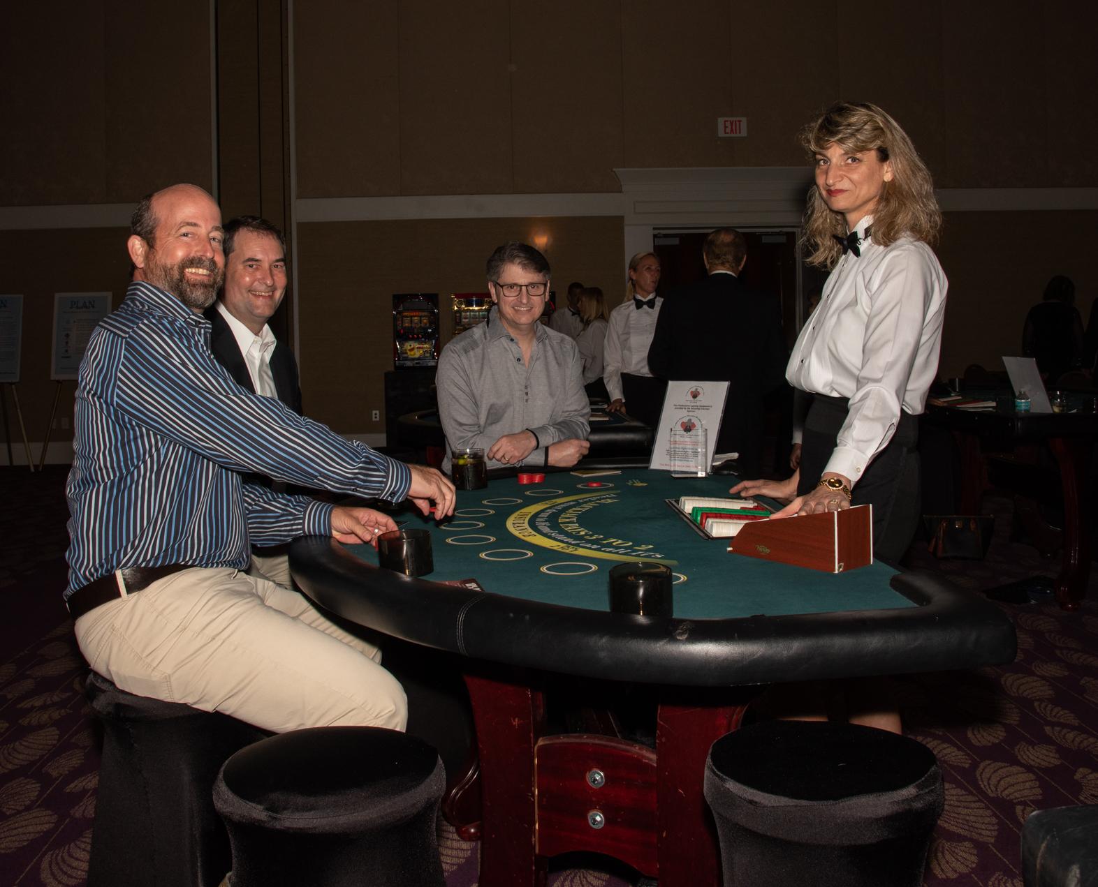 naples residents enjoying themselves at a blackjack table